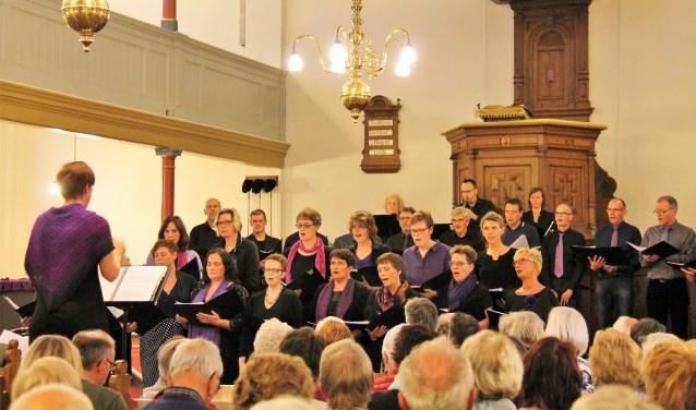 Koorbizniz Oosterwind is geïnspireerd door de jaarlijkse Passion op televisie. Ook in de Oosterkerk wordt de verbinding gelegd tussen het lijdensverhaal van Jezus en Nederlandstalige popmuziek.