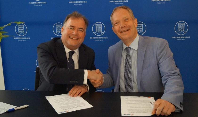 Het tekenen van de samenwerkingsovereenkomst (foto: PR)