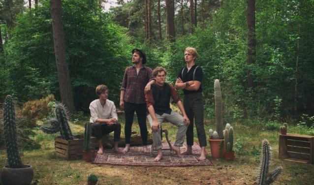 De band MLO met vooraan zanger/naamgever/singer-songwriter Milo Groenhuijsen uit Huissen.