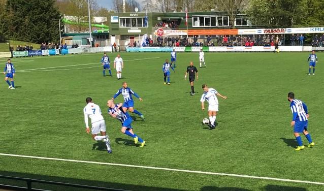 RVVH dolf het onderspit in de derby tegen RIjsoord (Foto: Theo Leenheer)