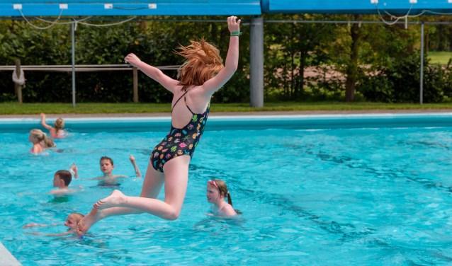 Spelen op het Leussinkbad.