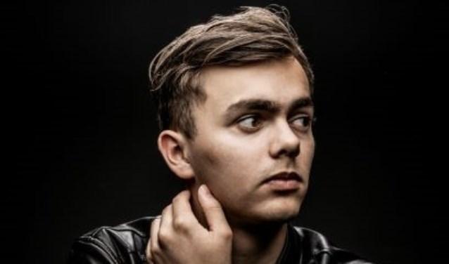 De zanger speelde al op Pinkpop en Eurosonic Noorderslag en was finalist van Giels Talentenjacht.