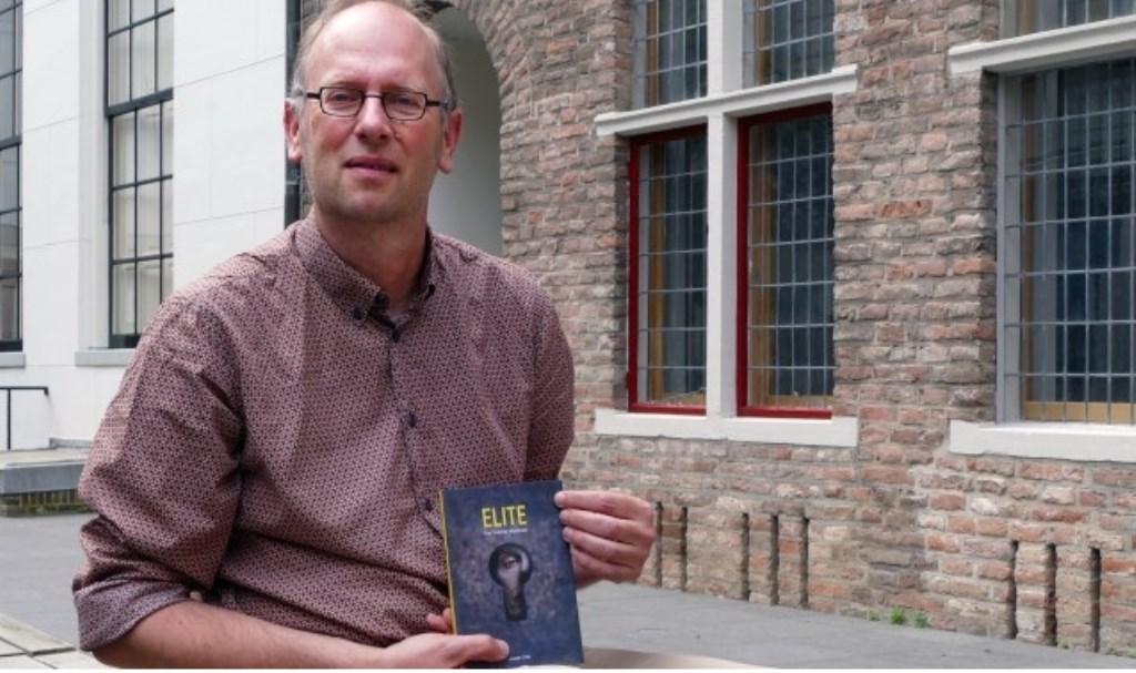 De afgelopen jaren publiceerde auteur Almar Otten (Deventer, 1964) elf thrillers die zeer succesvol ontvangen werden.