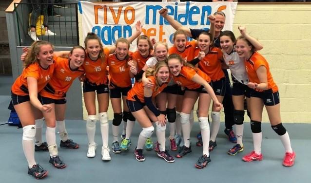 Deze meiden mogen zich Nederlands Kampioen noemen. Foto: RIVO Rijssen.