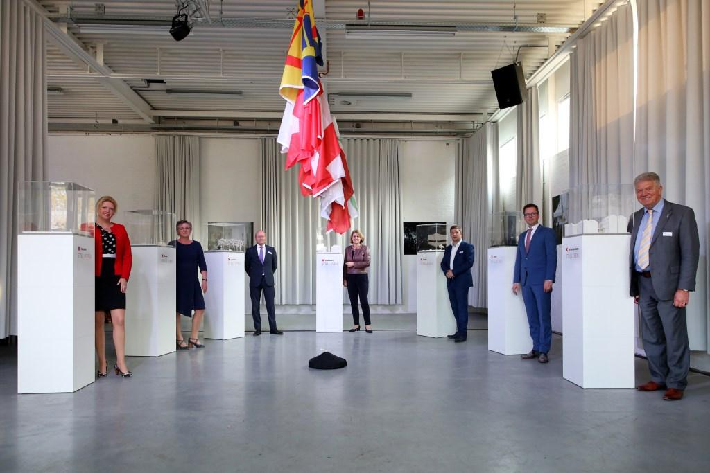 Zeven Brabantse burgemeesters en wethouders onthulden de maquettes die een scène weergeven uit een verhaal dat zich in hun eigen gemeente afspeelde tijdens de Tweede Wereldoorlog. FOTO: PHOTODETTE.NL Foto: photodette.nl © Persgroep