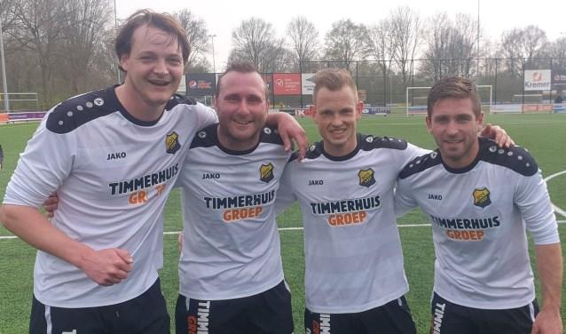 De vier doelpuntenmakers van DOS'37 tegen DZC: Stef van der Velden, Nick Wennink, Maarten Smit, Jaap Mulderij. Foto: DOS'37