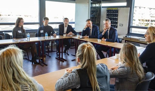 Minister Arie Slob en staatssecretaris Paul Blokhuis bezochten THINK op school in het Meander College.