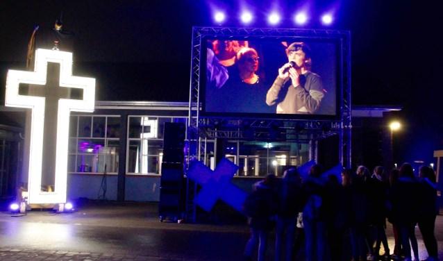 Passion Lichtenvoorde van vorig jaar, buiten op het schoolplein van Marianum.