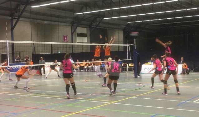 De volleybalsters van FAST verloren zaterdag van VC Sneek: 3-1. (archieffoto)