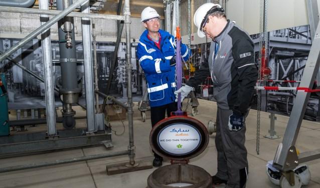 Het Safety Skills Center wordt officieel geopend door Peter Lens (l) en Toine Roks (r). Foto: Marjan Stolk.