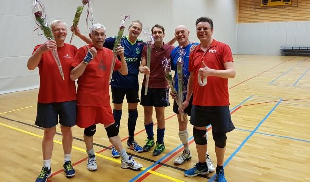 Volleybalteam Vives Heren 2 (HR2) is voor de tweede keer recreatie kampioen poule B district Utrecht geworden.   © Persgroep