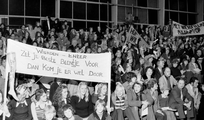 Voor de finale reisden 1000 supporters in 50 bussen af  naar Ahoy Rotterdam. Bron: werkgroep Zeskamp/HKW.