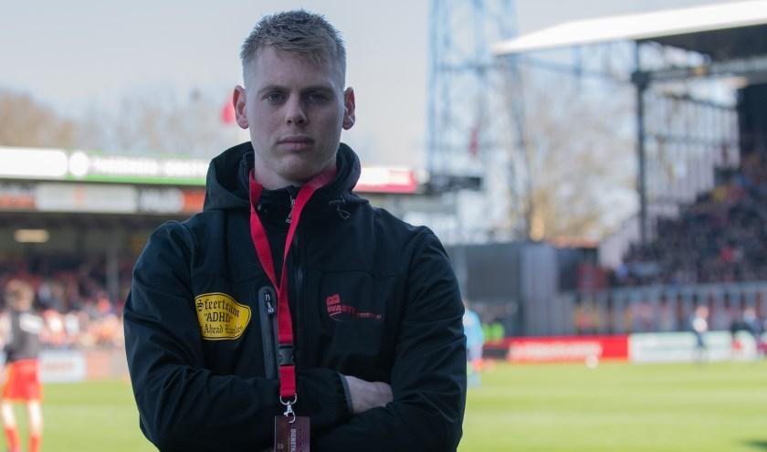 Bart Veldhoen: 'Sfeerteam ADHD maakt zo'n drie à vier grote spandoeken per seizoen die over de lengte van de hele B-side worden gehangen bij de opkomst van de spelers.' (Foto: Jeffrey Hurenkamp)