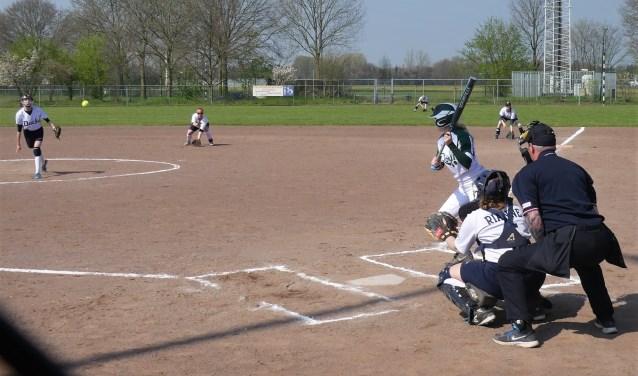 Het honk- en softbalseizoen is van start gegaan. Dit zijn de dames van Ducks. Foto: Ad van de Wetering.