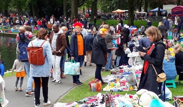 Het Valkenberg is op Koningsdag, dit jaar op zaterdag 27 april, traditiegetrouw weer het decor voor de vrolijke kindervrijmarkt. Van 's ochtends elf uur tot 's middags is iedereen daar van harte welkom om te feesten.