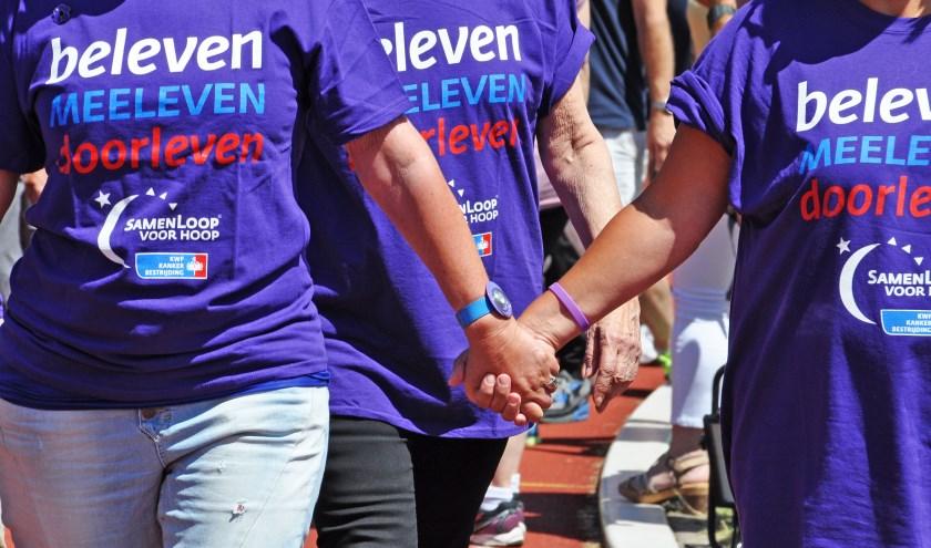 Wandelende deelnemers. Foto: SamenLoop voor Hoop.
