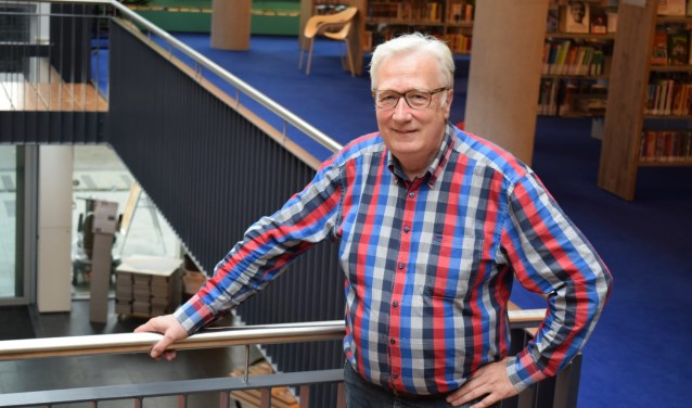 Jos werd door Lieuwe Greidanus onder andere gefilmd tijdens zijn werkzaamheden voro Radio Hengelo. Foto: Miranda Nijland/Indebuurt