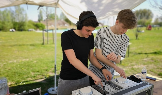 DJ LUNIC en DJ Torex draaiden afgelopen weekend op de Paascross die werd gehouden in Zwijndrecht.