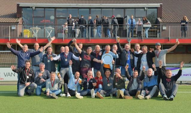 De VE2 van Slikkerveer werd kampioen (Foto: Roelie 't Jong)