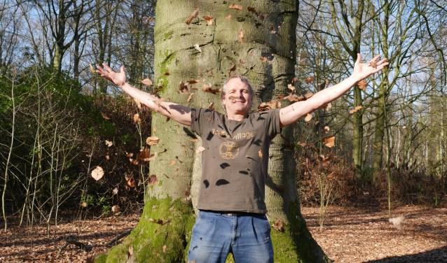 Godert houdt vanuit zijn stichting 'De Oerspong'Bosbaden in het Warandebos.