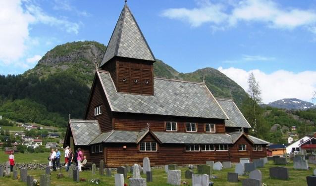 Een staafkerk, een geheel uit hout opgetrokken gebouw in een typisch Scandinavische stijl, in Noorwegen.