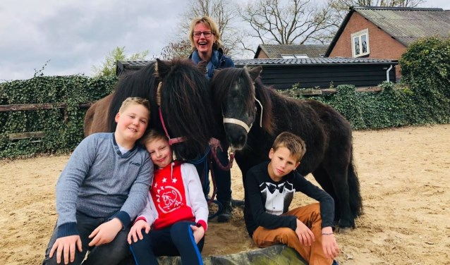 Eva Stadhouder is gediplomeerd paardencoach en eigenaar van FLOW Paard & Coach.