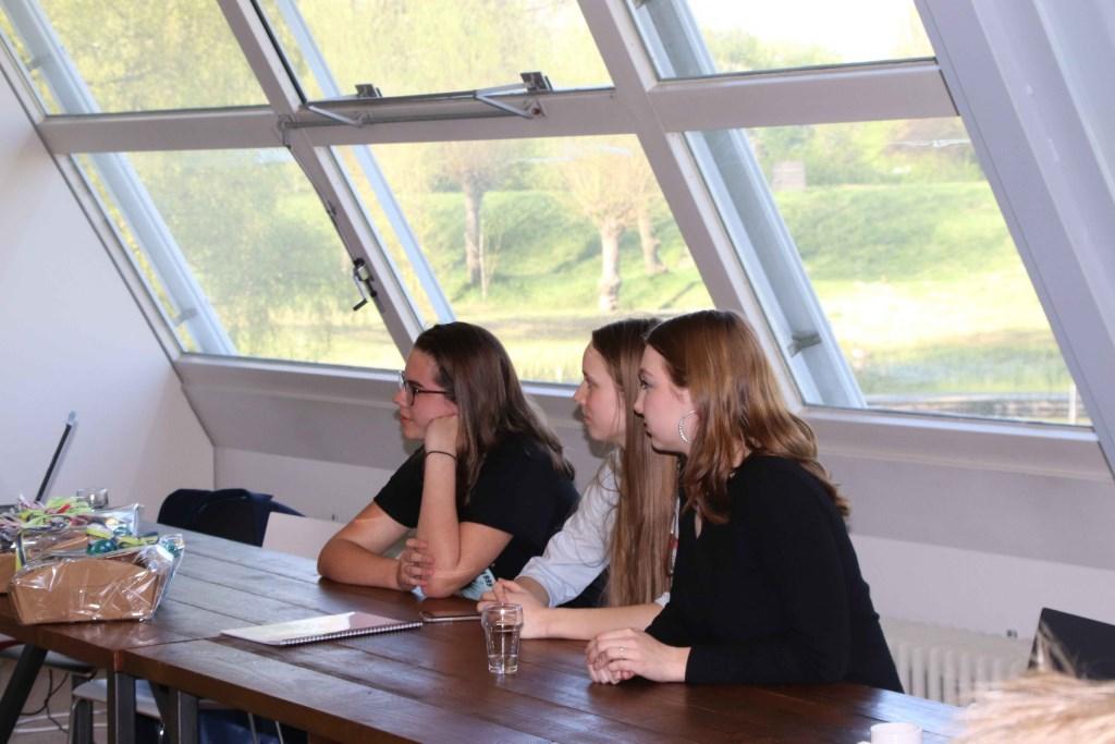 Leerlingen van het Arentheem wachten horen het juryoordeel Foto: Van Hall Larenstein © Persgroep