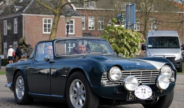 Deelnemer Strijbosch in een Triumph TR. (foto: Patrick Hendriks)