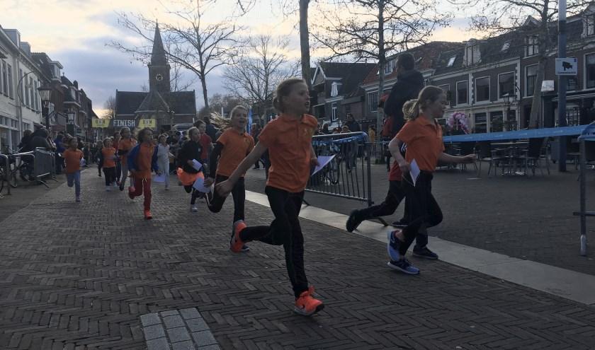 De jeugd liep door het hart van Breukelen. Tekst en foto: Danny van der Linden