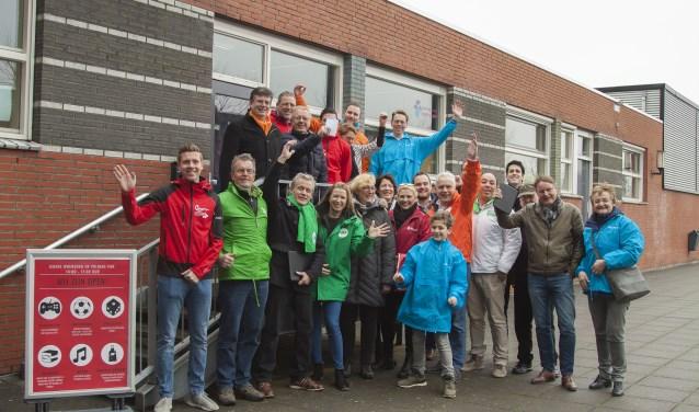 de coalitiepartijen tijdens het wijkbezoek van de coalitiepartijen aan de wijk Middeldijkerplein (Foto: Marco Koornneef)