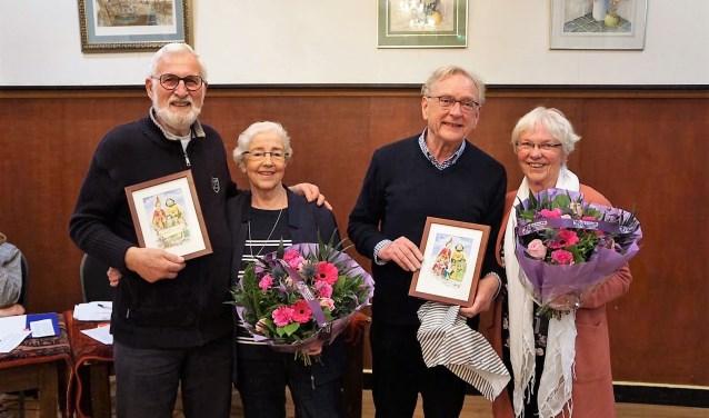 De kersverse nieuwe ere leden van de Bergse Stadsreuzen met hun vrouw. V.l.n.r. Jan Koopman, Toos Koopman, Peter Apers en Betsie Dierickx.
