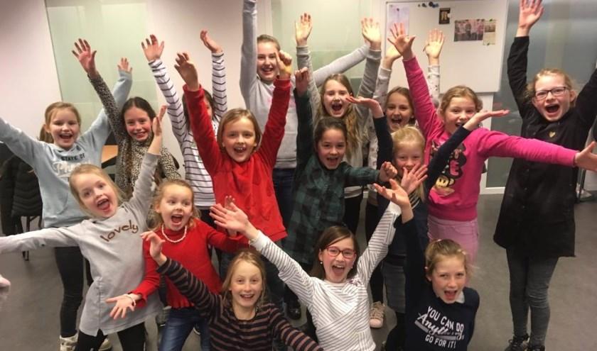 Een groep enthousiaste kinderen speelt Annie. (eigen foto)