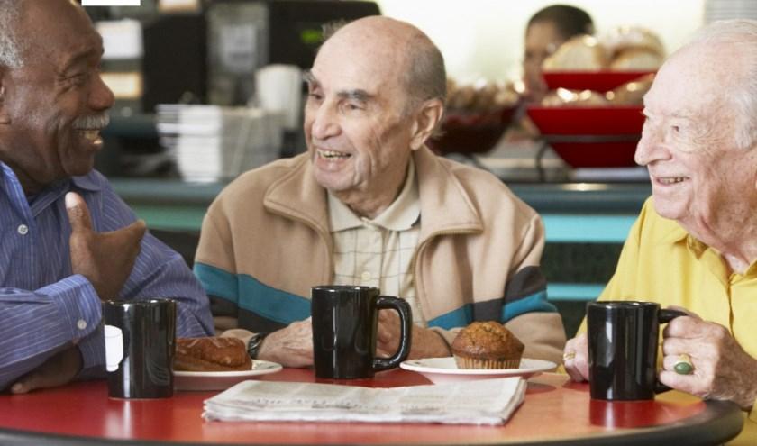 Ouderen in een vergelijkbare oudersocieteit als Neffe de kerk.