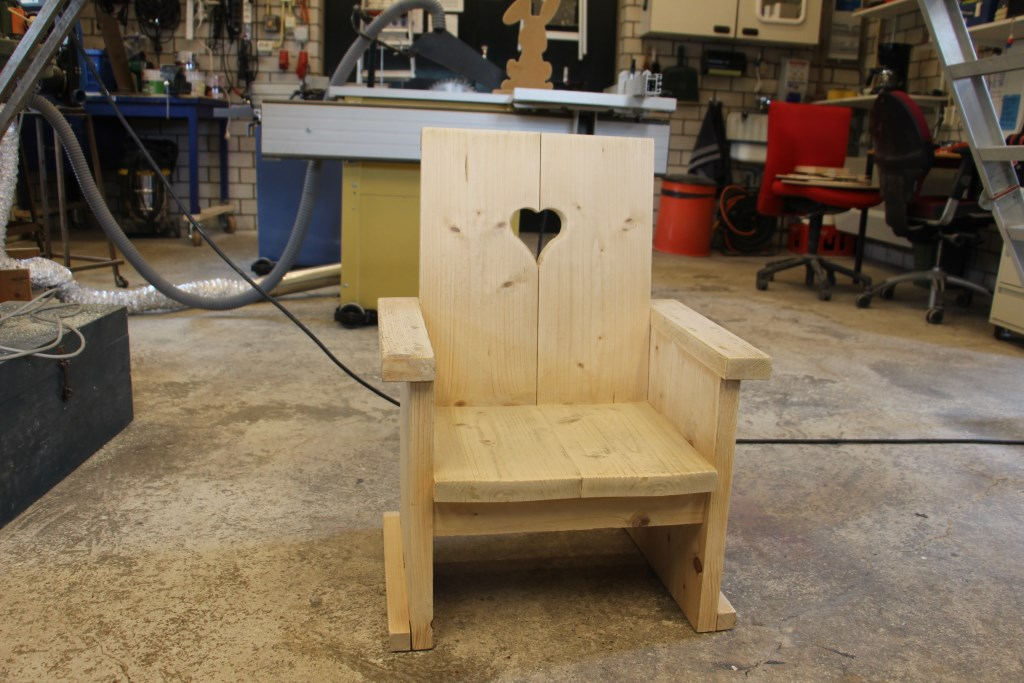 De stoel die Rien Jansen voor zijn kleinzoon maakte. Foto:  © Persgroep
