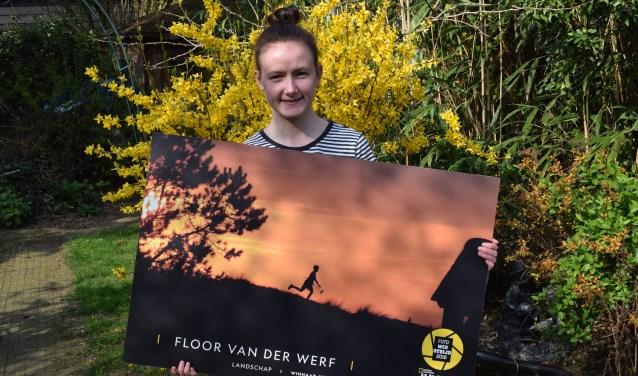 Floor van der Werf met haar winnende foto. (Foto: Rick Praamstra)