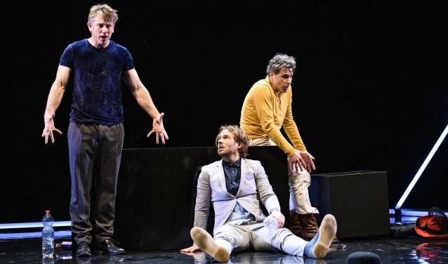 Waldemar Torenstra, Thijs Römer en Frederik Brom spelen in de komedie Art drie vrienden die discussiëren over een wit schilderij, want is dat nou echt kunst?