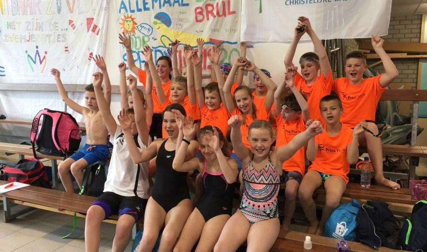 De Papendrechtse deelnemers aan de Provinciale Schoolzwemkampioenschappen