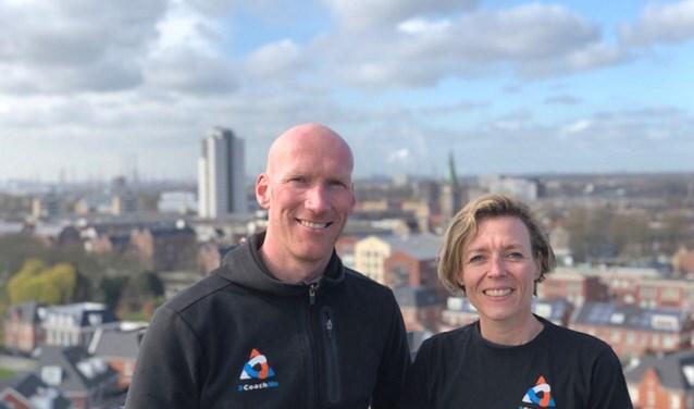 Wout van Dooren en Marije Lissenberg op de Watertoren, de start- en finishplaats van de Urban Haring Run. (Foto: Betsy van Middelkoop)