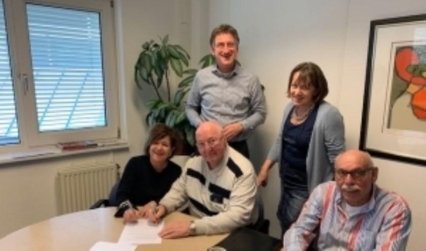 Vlnr: Trees v. Haarst (directeur-bestuurder Patrimonium), Hennie Nagel (voorzitter HPVP), Hans Goorhuis, Wilma v. Doorn en Jan v.Beek.
