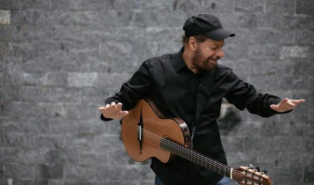 De Braziliaanse zanger/gitarist João Bosco.