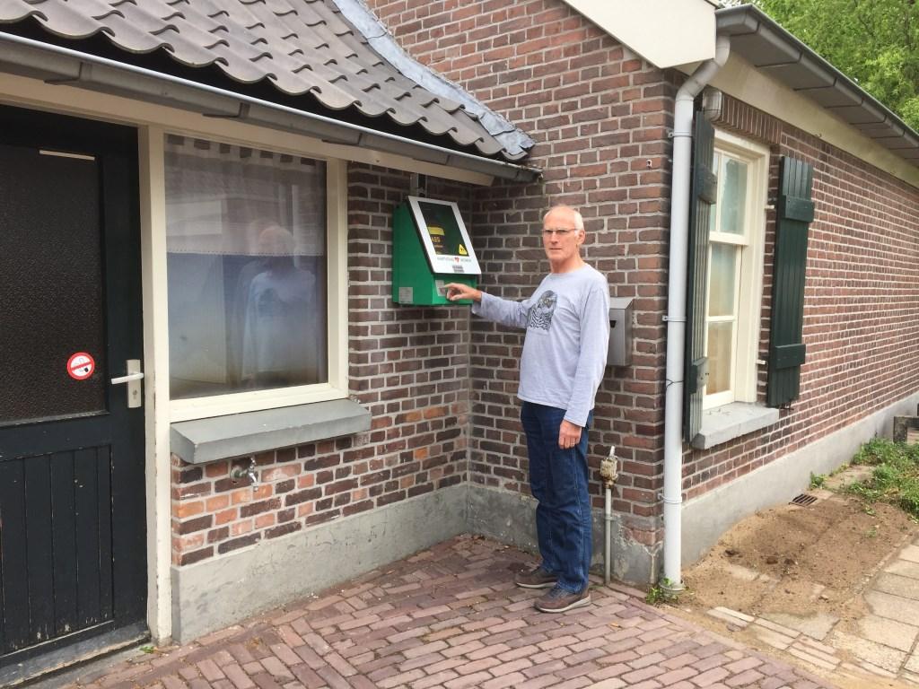 Herman Neppelenbroek is als gediplomeerd AED'er 24/7 oproepbaar.  © Persgroep