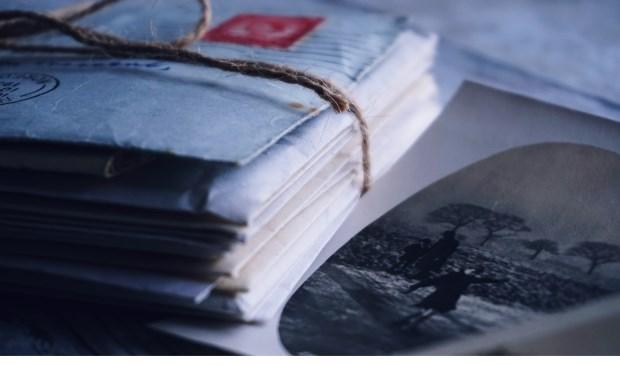 Wie heeft er nog voorwerpen, foto's of verhalen uit de Tweede Wereldoorlog? Foto: Suzy Hazelwood, Pexels