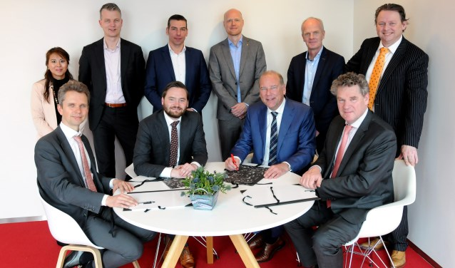 Ondertekening van overeenkomsten Schiekwartier, Haringlocatie en Nieuwe Haven.