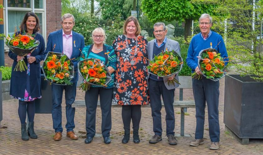 Vlnr: Petra de Valk-Natrop, Wilbert Lelivelt, Corrie Degen-van Tilburg, burgemeester Daphne Bergman, André Degen, John Heemskerk.