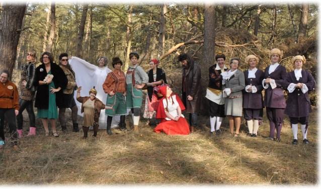 De gehele cast, jong en oud, van [theaterplatform] is klaar voor een sprookjesachtig avontuur waarin het verloop minder voor de hand ligt dan gedacht. De voorstellingen zijn op 24, 25 en 26 mei in de Voorste Venne.