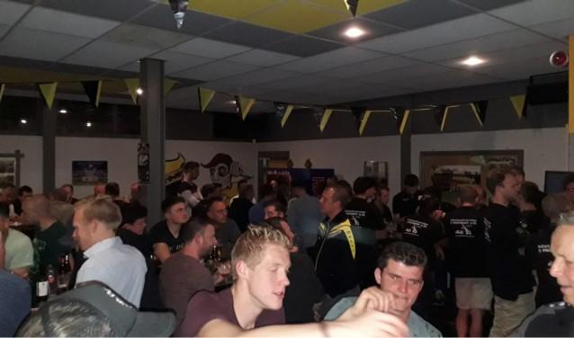 Na de wedstrijd wordt de muziek verzorgd door dj Jos van Dingenen (bekend van café Dennenlucht).