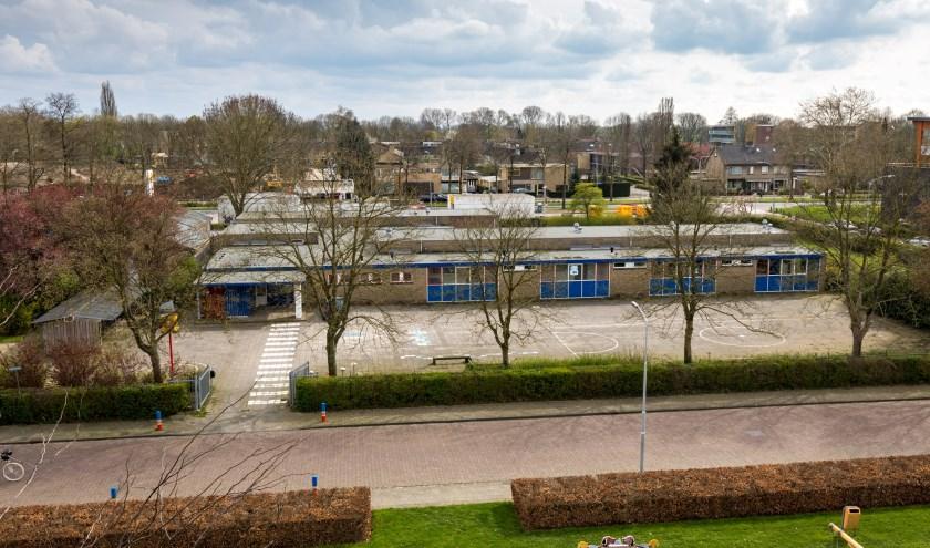 Het terrein van de voormalige school zou groot genoeg zijn voor een wijkcentrum met gebedsruimte en parkeerplaatsen. (Foto: Jan Bouwhuis)