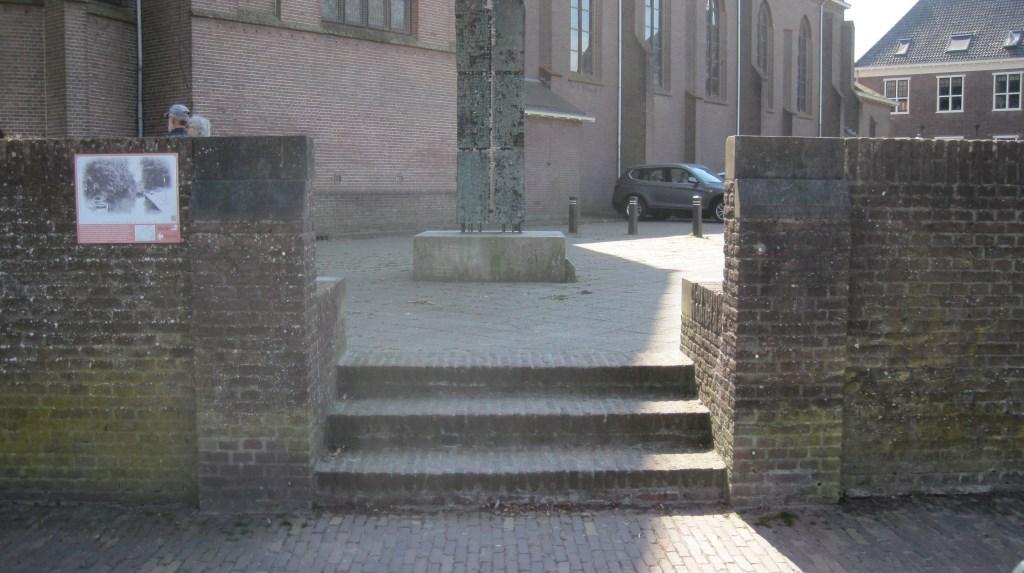 huidige trap naar de parkeerplaats RK Kerk   © Persgroep