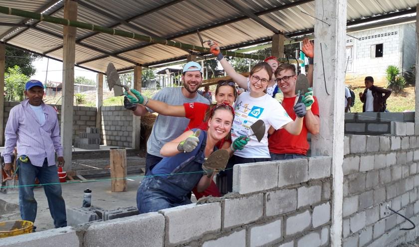 Jongeren tijdens een World Servants-bouwproject in Ecuador in 2018. Foto: Jorit Bergsma