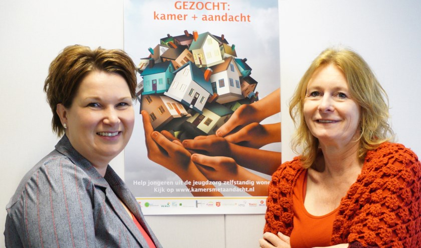 Wethouder Chantal Broekhuis en projectleider Bianca van der Neut zoeken kamers met aandacht voor jongeren. FOTO: Ellis Plokker